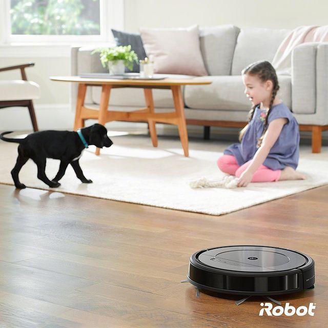 Biriken toz ile evcil hayvan tüylerini, aynı anda hem süpüren hem de paspas yapan Roomba Combo'nun uzman temizliğine hayran kalacaksınız. 🐶🤖  #iRobot #RoombaCombo #RobotSüpürge