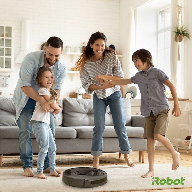 iRobot Roomba robot süpürgesi olan evler çifte bayram yaşıyor. Temizlik yapmakla vakit geçirmeden kendinize ailenize zaman ayırdığınız nice bayramlar dileriz. 🍬🍬🍬🍬🍬🍬  #iRobot #Roombai7Plus #Bayram #İyiBayramlar #KurbanBayramı